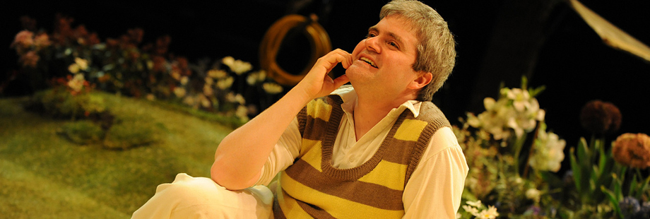 Humble Boy - © New Vic Theatre, Newcastle under Lyme. Photographer:Robert Day